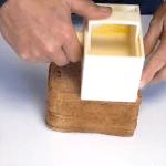 Le concept Offundo permet de tartiner des tranches de pain en utilisant la totalité de la motte de beurre mais en ne déposant que le juste nécessaire.
