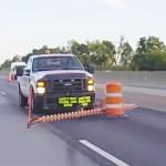 Le système Barrel mover permet de déplacer facilement les cônes sur la route en toute sécurité.