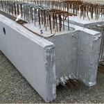 Le béton armé est composé d'une armature en acier améliorant considérablement sa résistance.