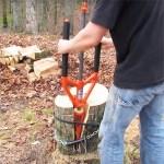 Le système Spiltz-all décompose en 2 étapes l'opération pour fendre du bois : pointage + choc = meilleur contrôle.