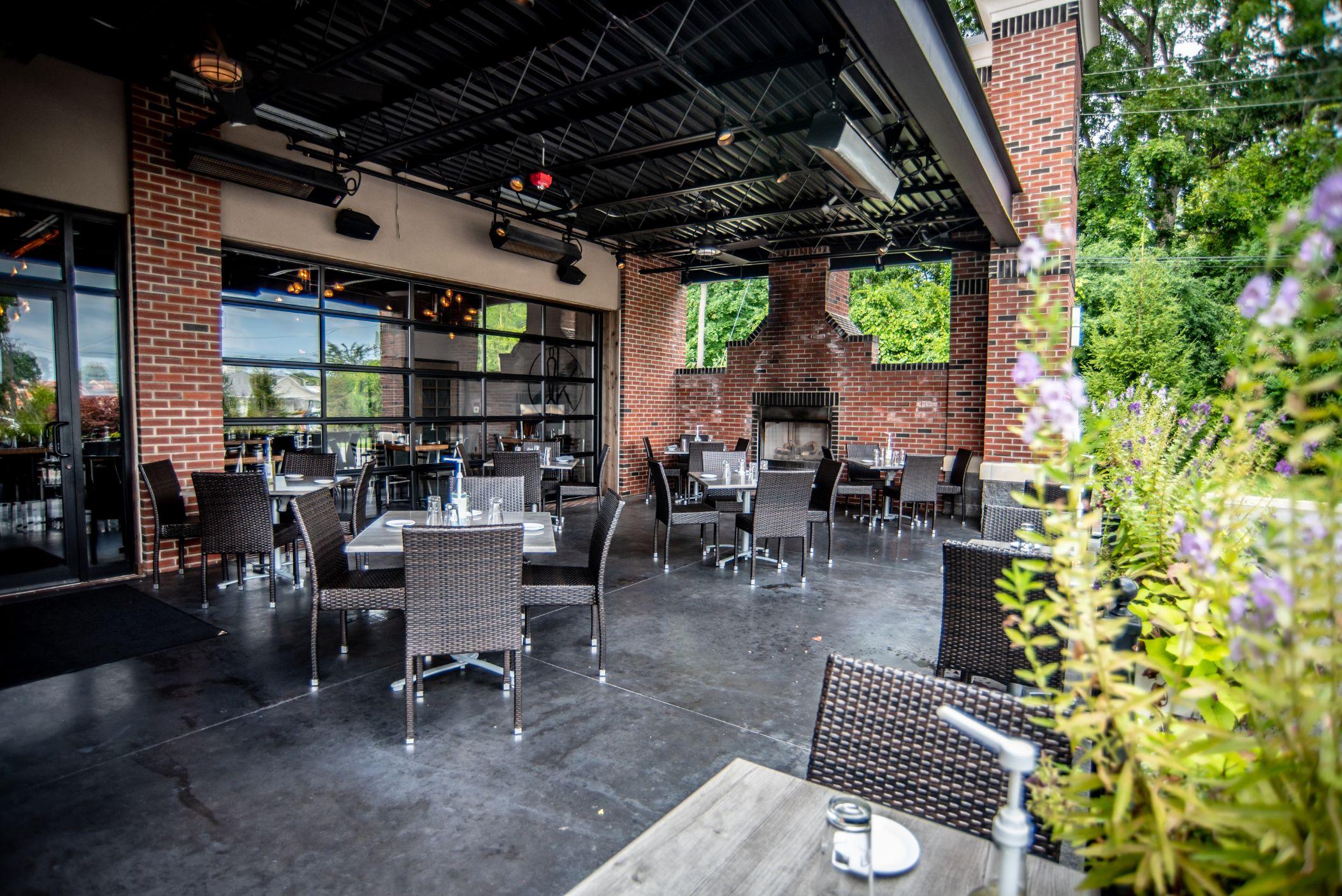 Innovo Kitchen Outdoor Dining 6