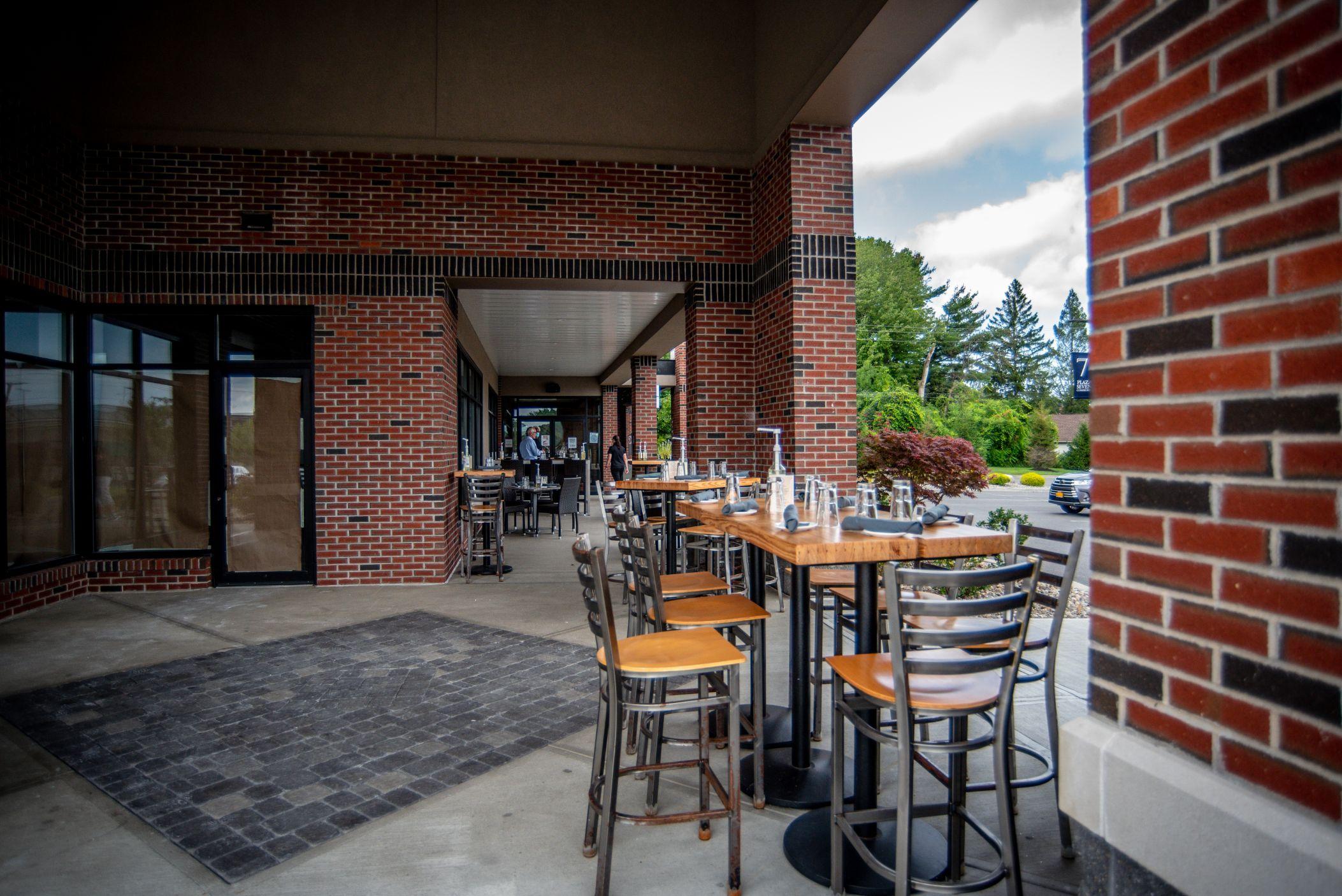 Innovo Kitchen Outdoor Dining 7