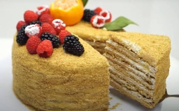 Домашний торт медовик со сметанным кремом рецепт с фото ...