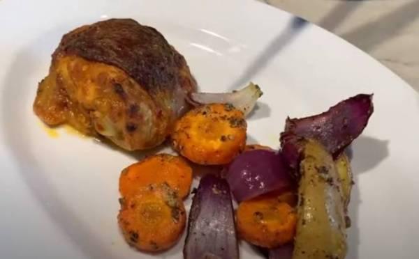 Запеченная курица с картошкой и овощами в духовке рецепт с ...