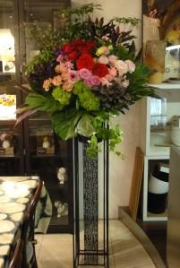 真砂本町へ開院祝い生花スタンドのお届け