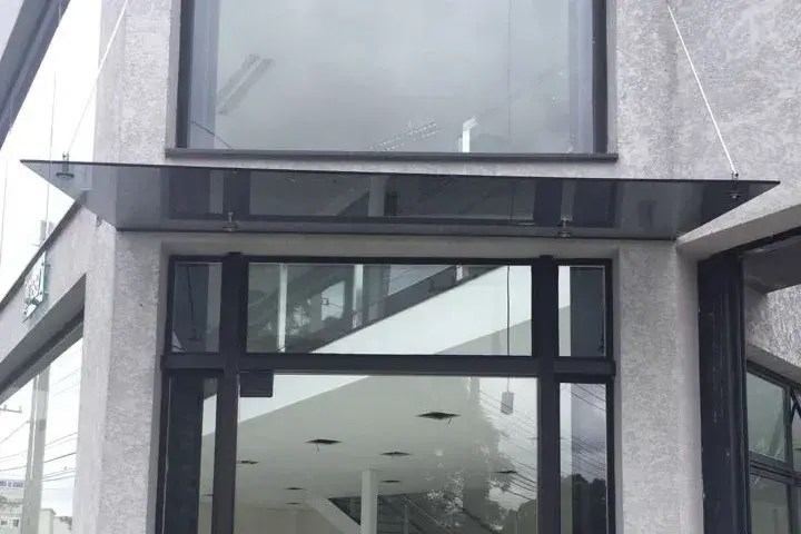 Tirante para cobertura de vidro