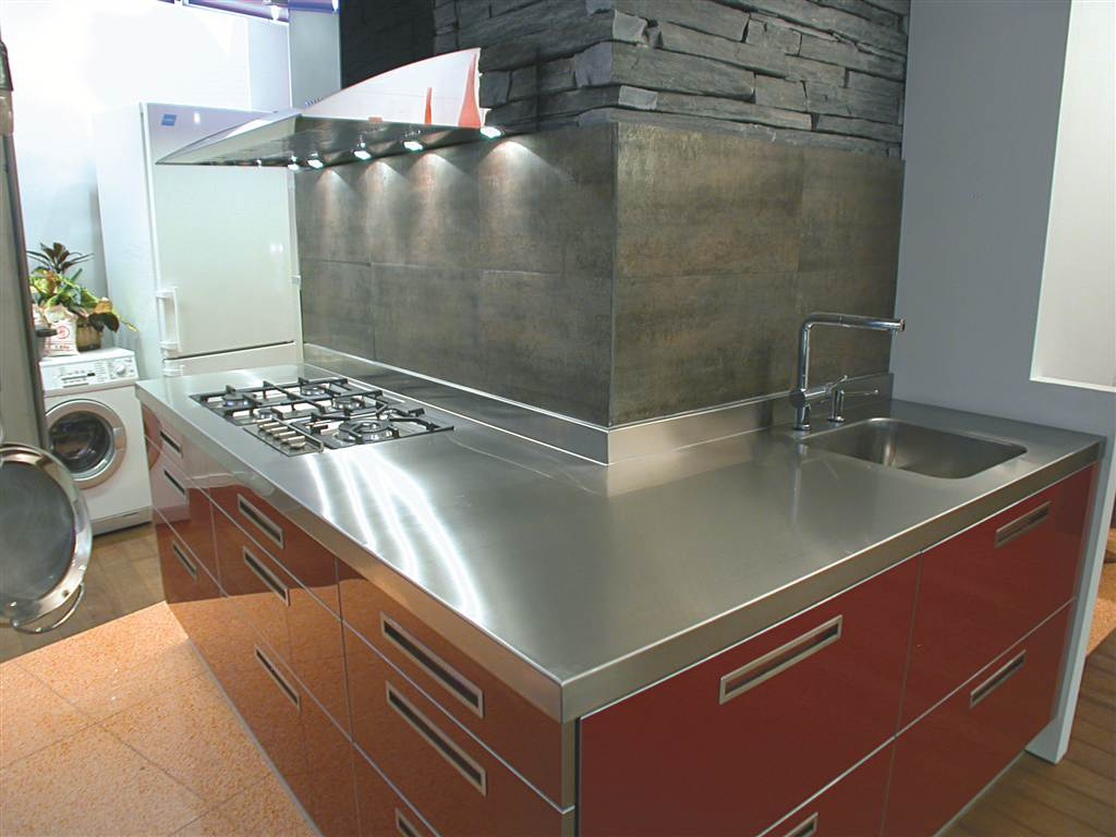 Mobiliario en acero inoxidable para encimeras de cocina for Encimera acero inoxidable