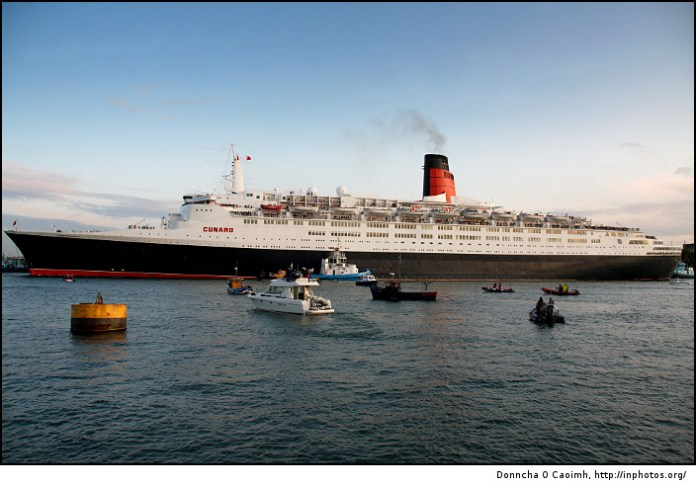 QE2 Leaving Cork
