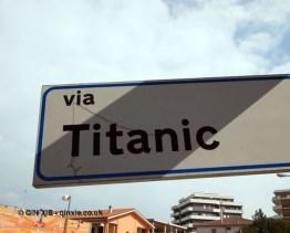 Via Titanic road sign, Ristorante Al Metrò, Abruzzo
