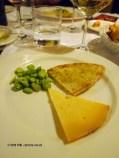 Vicoli pecorino, bread, olive oil and broad beans, Locanda Manthone, Abruzzo