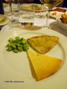 Vicoli pecorino, bread, olive oil and broad beans, Locanda Manthone, Abruzzo