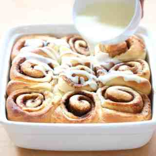 1 Hour Cinnamon Rolls via @InquiringChef