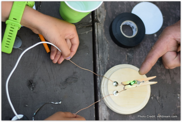 Learning STEM with Kids while Camping: How to build a power pack #TransformingInnovation
