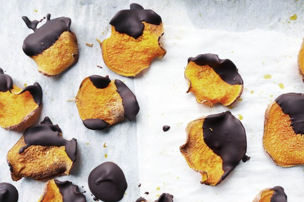 That Clean Life dark_chocolate_sweet_potato_chips Recipe