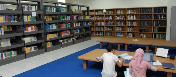 Fasilitas perpustakaan Politeknik Negeri Batam