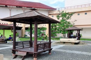Fasilitas Taman dan Gasebo di Kampus Politeknik Negeri Batam