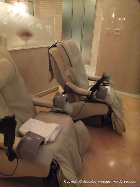 Electric massage chairs in the refresh salon