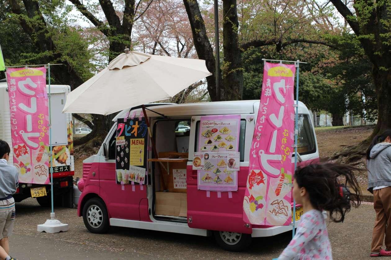 Crepe van at Inariyama Park Cherry Blossom Festival