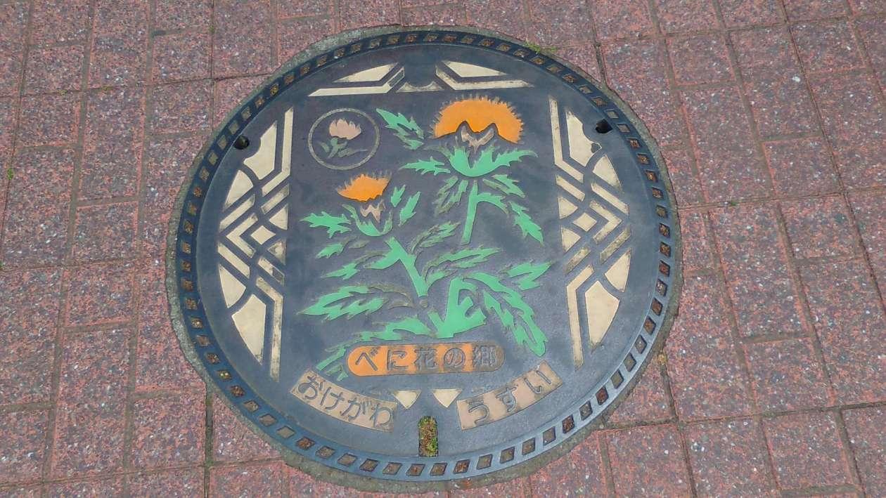 Benibana safflower festival manhole cover