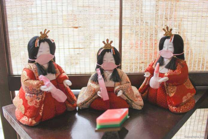 Mask wearing hina dolls holding disinfectant!