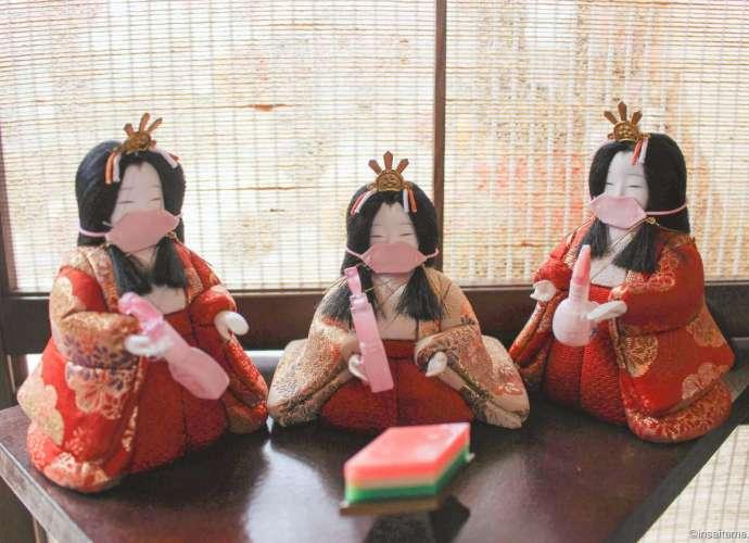 Mask wearing hina dolls holding disinfectant!
