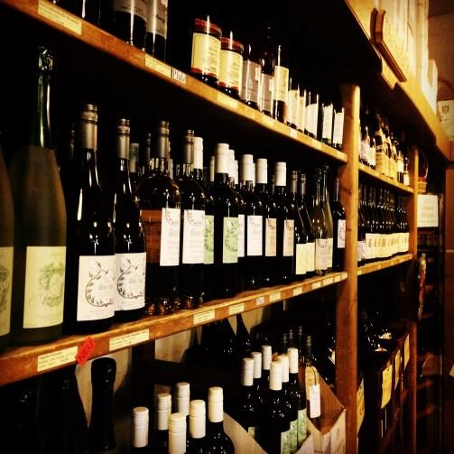 Word of Wine: Weinregal voll mit gutem Wein
