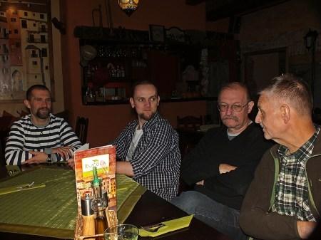 Oczekiwanie na dorsza Pierwszy od prawej - Bogusław Soszyński
