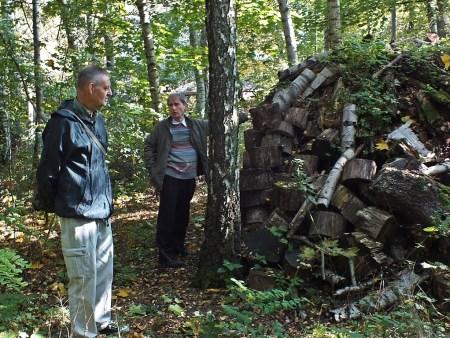 11.10.2014 Tadeusz Kurzac i Bogusław Soszyński oceniają stan jednego z kilku stanowisk entomologicznych