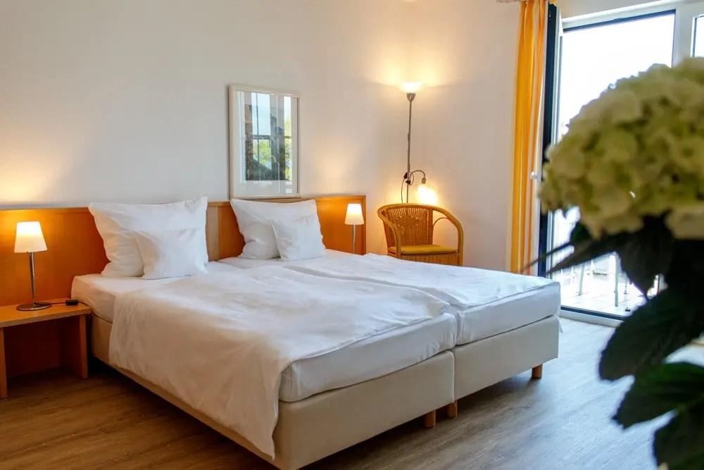 grosses doppelbett im doppelzimmer komfort