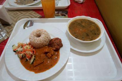 Sopa de habas, arroz y berenjenas con salsa