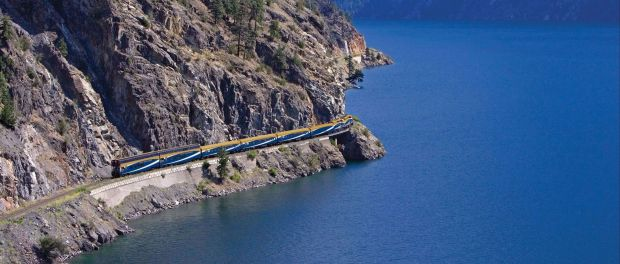 Der Rocky Mountaineer am Anderson Lake. - Foto: Rocky Mountaineer
