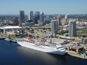 Carnival Cruise Schiff am Anleger. - Foto: Visit Tampa Bay