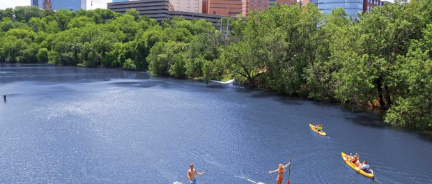 Stand Up Paddleboarding in Fort Worth. - Foto: FWCVB