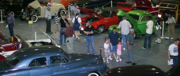 Classics and Chrome Car Show in Rockford. - Foto: Mike Graham