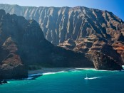 Segeln an der Napali Coast von Kauai. - Foto: Hawaii Tourism Authority (HTA)/Tor Johnson
