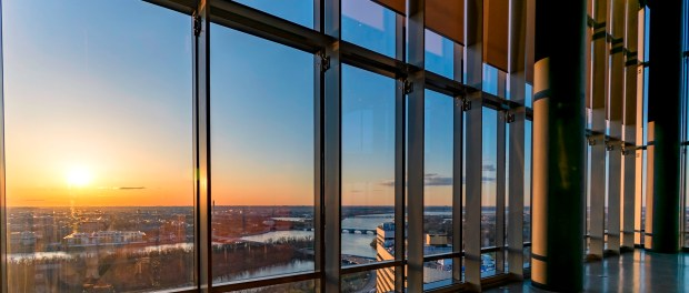 "Sonnenaufgang auf dem ""The Observation Deck"" im CEB Tower in Arlington. - Foto: Arlington Convention and Visitors Service"