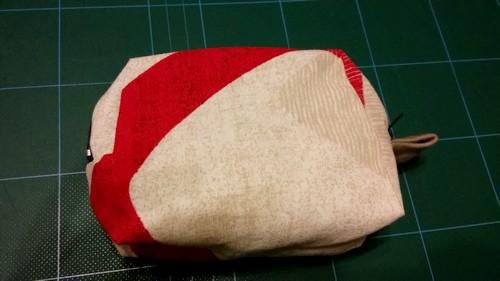 Couture sacoche avec deux fermeture à glissière