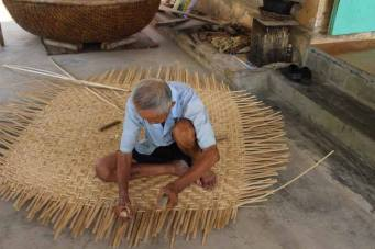 Making a traditional basket boat