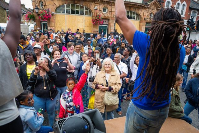 The stage acts attracted large, enthusiastic crowds all through the afternoon. Photo by Lee Townsend