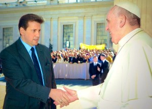 "Anthony DeStefano, host of EWTN's new mini-series ""A Travel Guide to Heaven,"" meets Pope Francis."