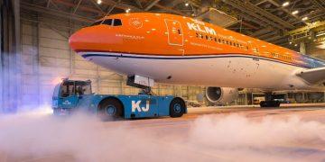 De KLM Boeing 777 in 'orange livery'