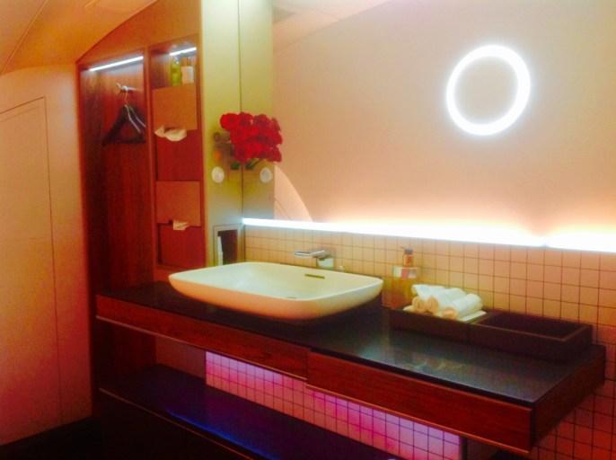 Qatar airways, first class, toilet, a380, wastafel