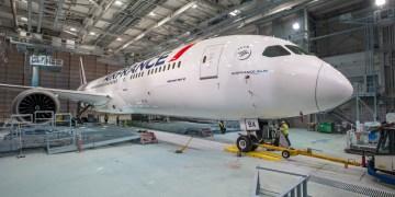 De Boeing 787 Dreamliner van Air France staat in de hangar (Bron: Air France