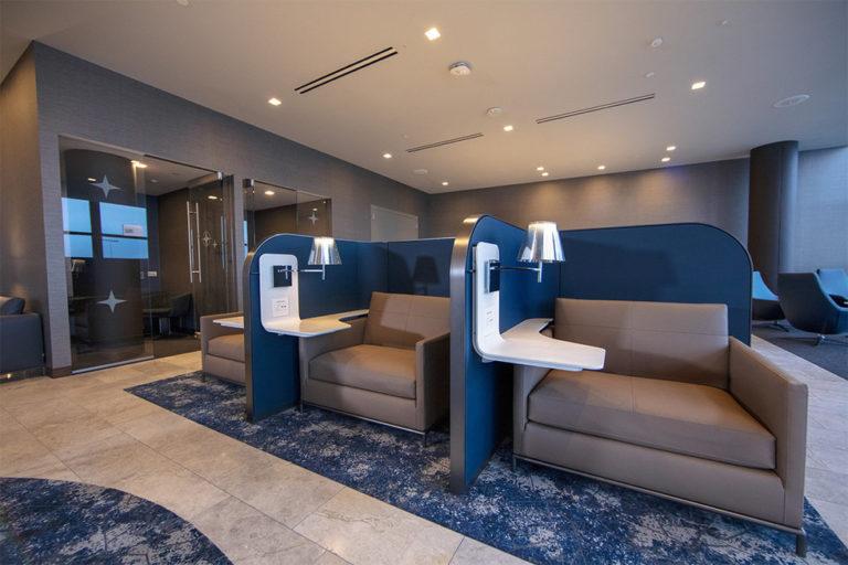 Of je nu wil werken of relaxen, in de nieuwe Polaris Lounge is aan alle reizigers gedacht (Bron: United)