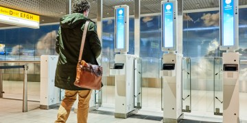 Schiphol start proef met gezichtherkenning