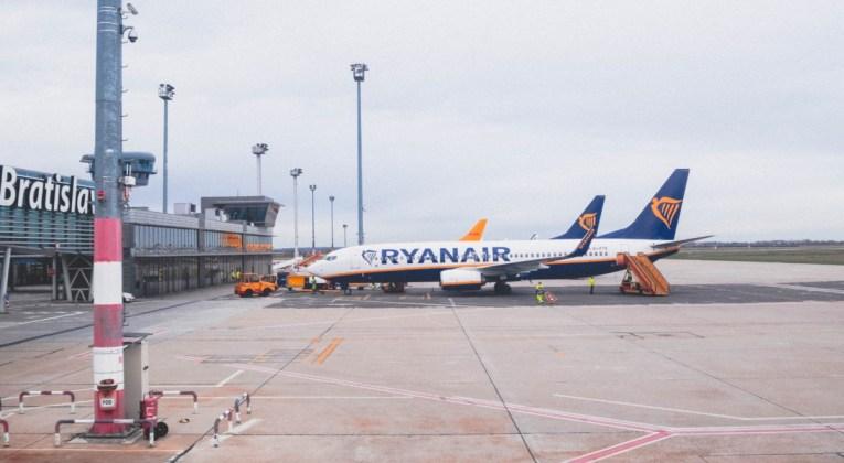 Boeing 737-800NG van Ryanair op de luchthaven van Bratislava (Bron: Anastasia Dulgier / Unsplash)