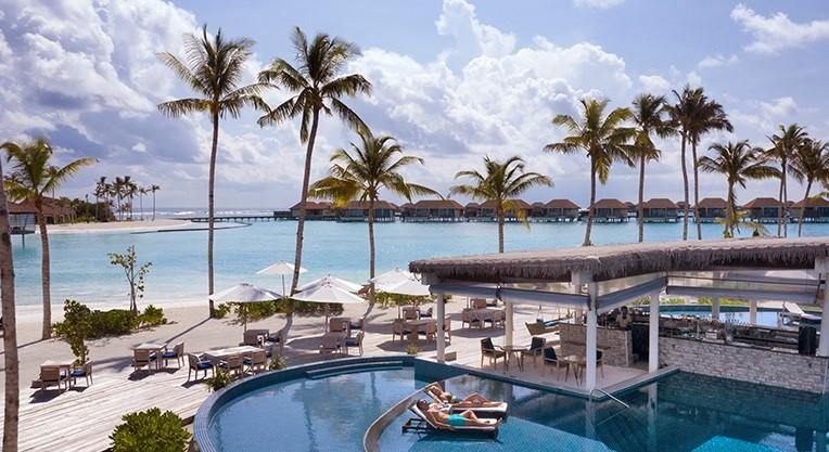 Zwembad van het Radisson Blue Maldives Resort (Bron: Radisson Blue Maldives Resort)