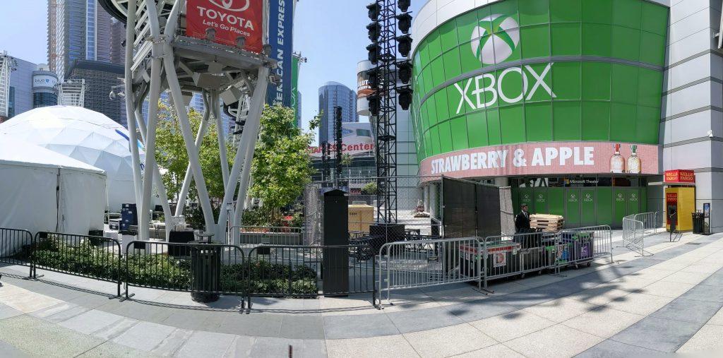 Panorama vom Aufbau vor dem Microsoft Theatre