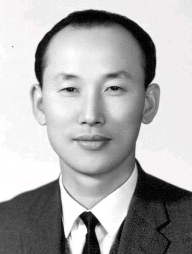 Biography of David Yongi Cho