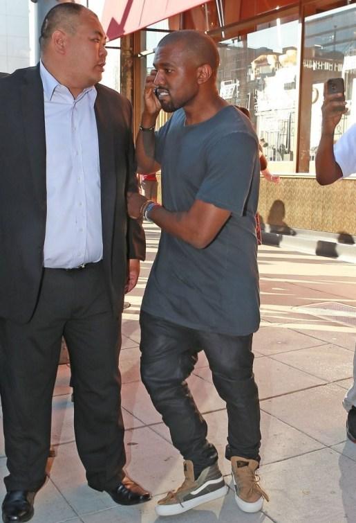 Kanye+West+Shopping+At+Cartier+KMjOuTo32-Tx